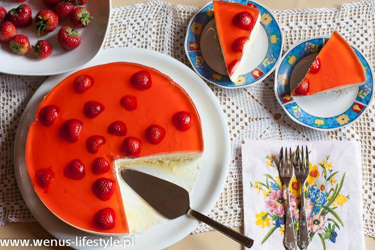 sernik na zimno z owocami galaretką z truskawkami przepis prosty łatwy szybki