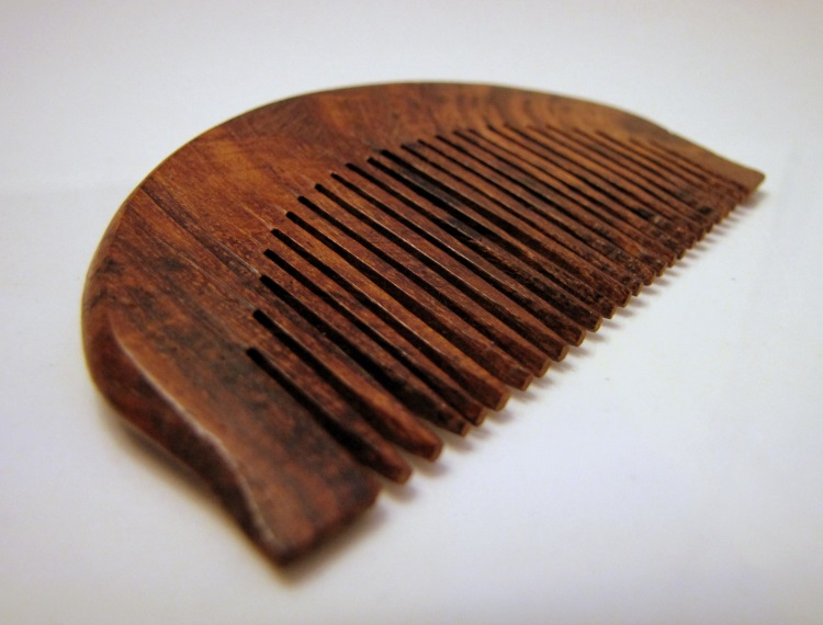 drewniany grzebień do włosów