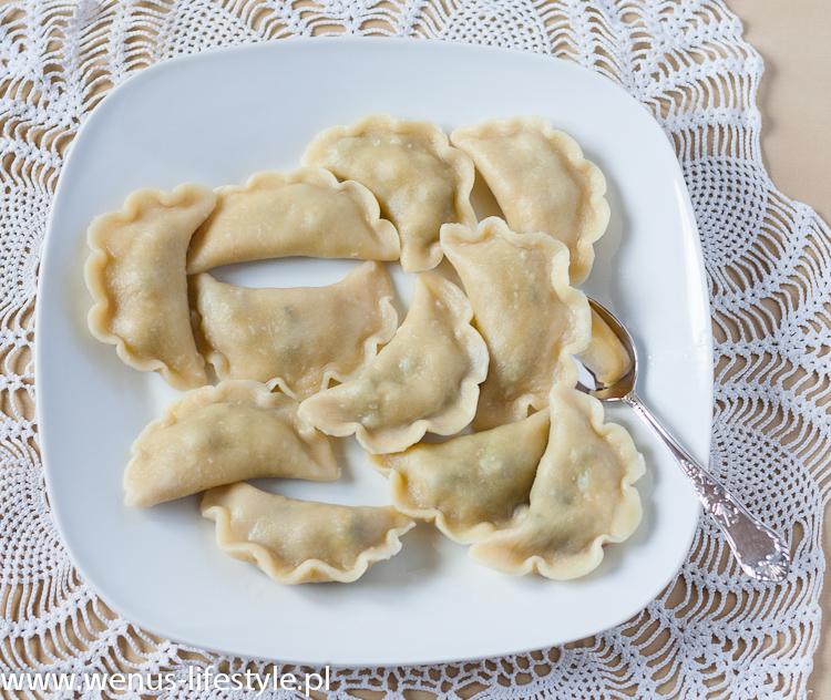 pierogi ciasto na pierogi pyszne, elastyczne przepis pierogi z jagodami 2