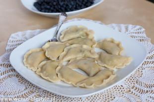 pierogi ciasto na pierogi pyszne, elastyczne przepis pierogi z jagodami
