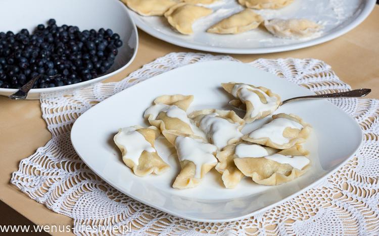 pierogi ciasto na pierogi pyszne, elastyczne przepis pierogi z jagodami farsz jak zrobić pierogi jak lepić ulepić pierogi 4