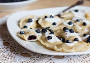 pierogi ciasto na pierogi pyszne, elastyczne przepis pierogi z jagodami z jogurtem 4